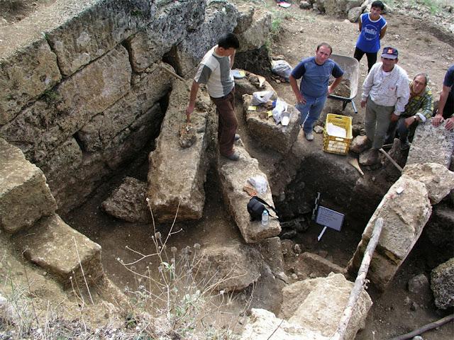 Αλβανός αρχαιολόγος παραδέχεται την ελληνικότητα της Αλβανίας!