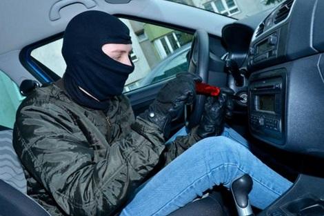 خطير إكتشاف خدعة جديدة تمكن اللصوص من سرقة سيارتك في 40 ثانية! سارع لمعرفتها قبل فوات الآوان