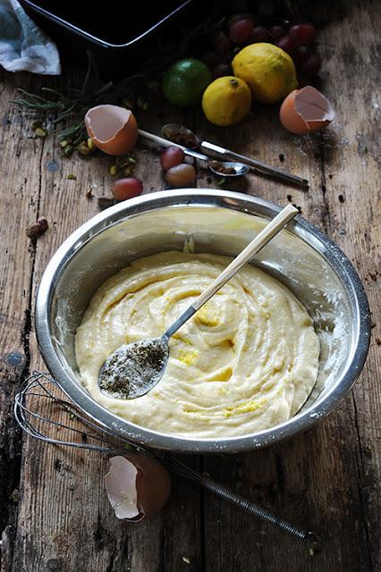 Cake au citron au sirop parfumé herbes de Provence et poivre préparation