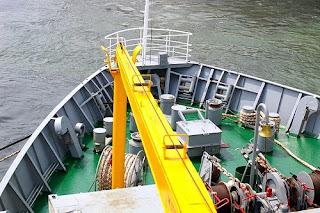 keseruan naik kapal laut