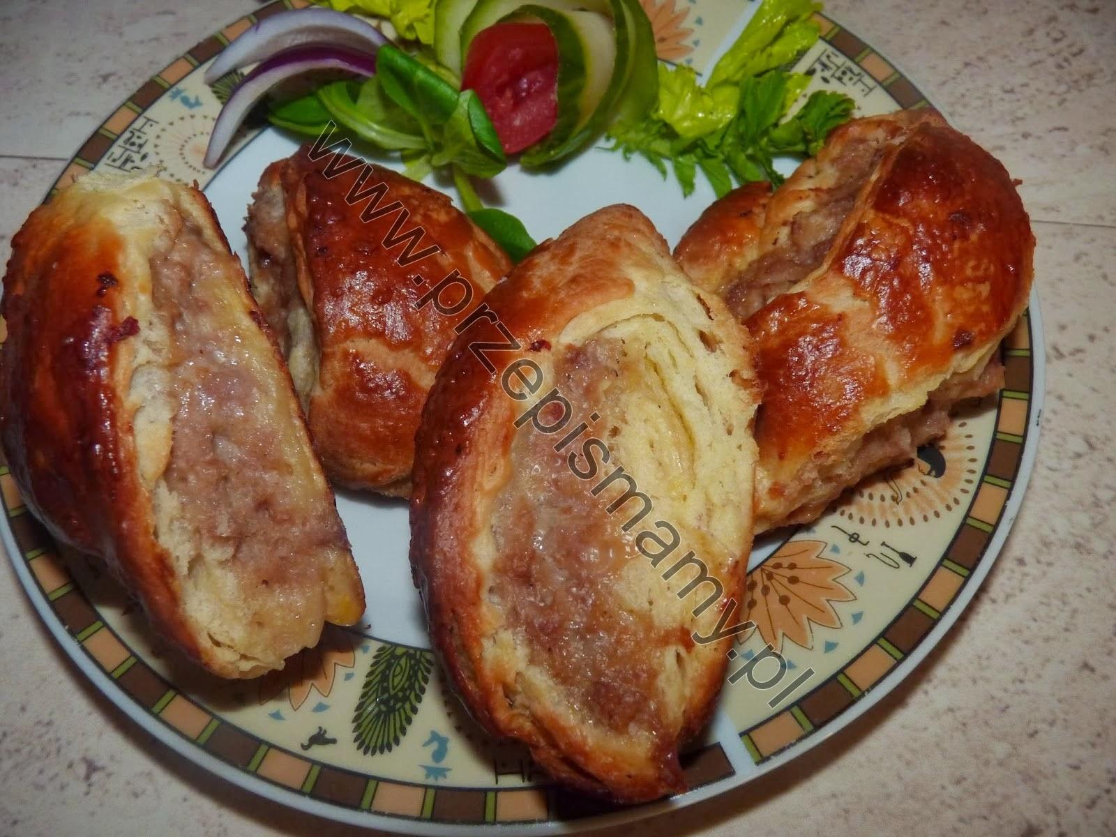 Paszteciki z ciasta półfrancuskiego z mięsem