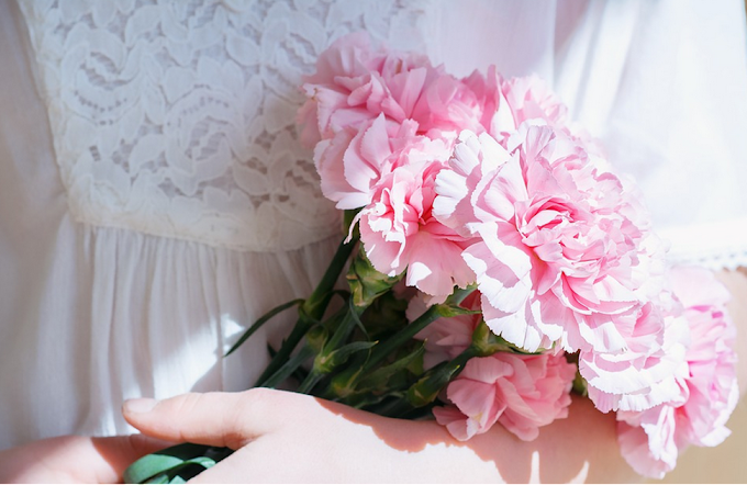 Send Flowers Singapore: Different Types of Flowers and Bouquets