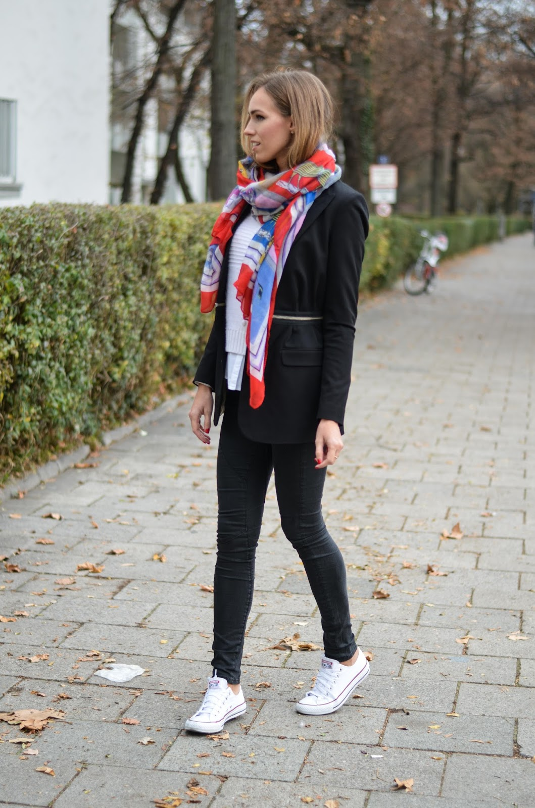 kristjaana mere black blazer big scarf skinny jeans white sneakers casual fall outfit