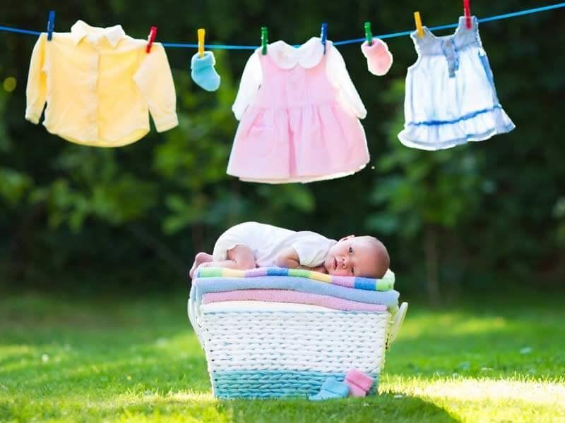 merawat pakaian bayi