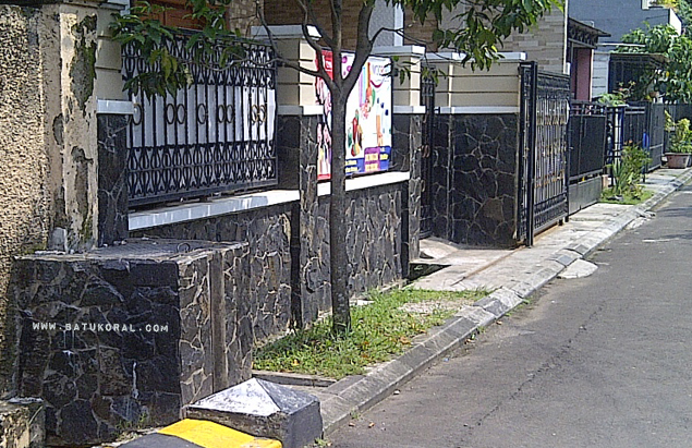 pagar batu hitam acak garut