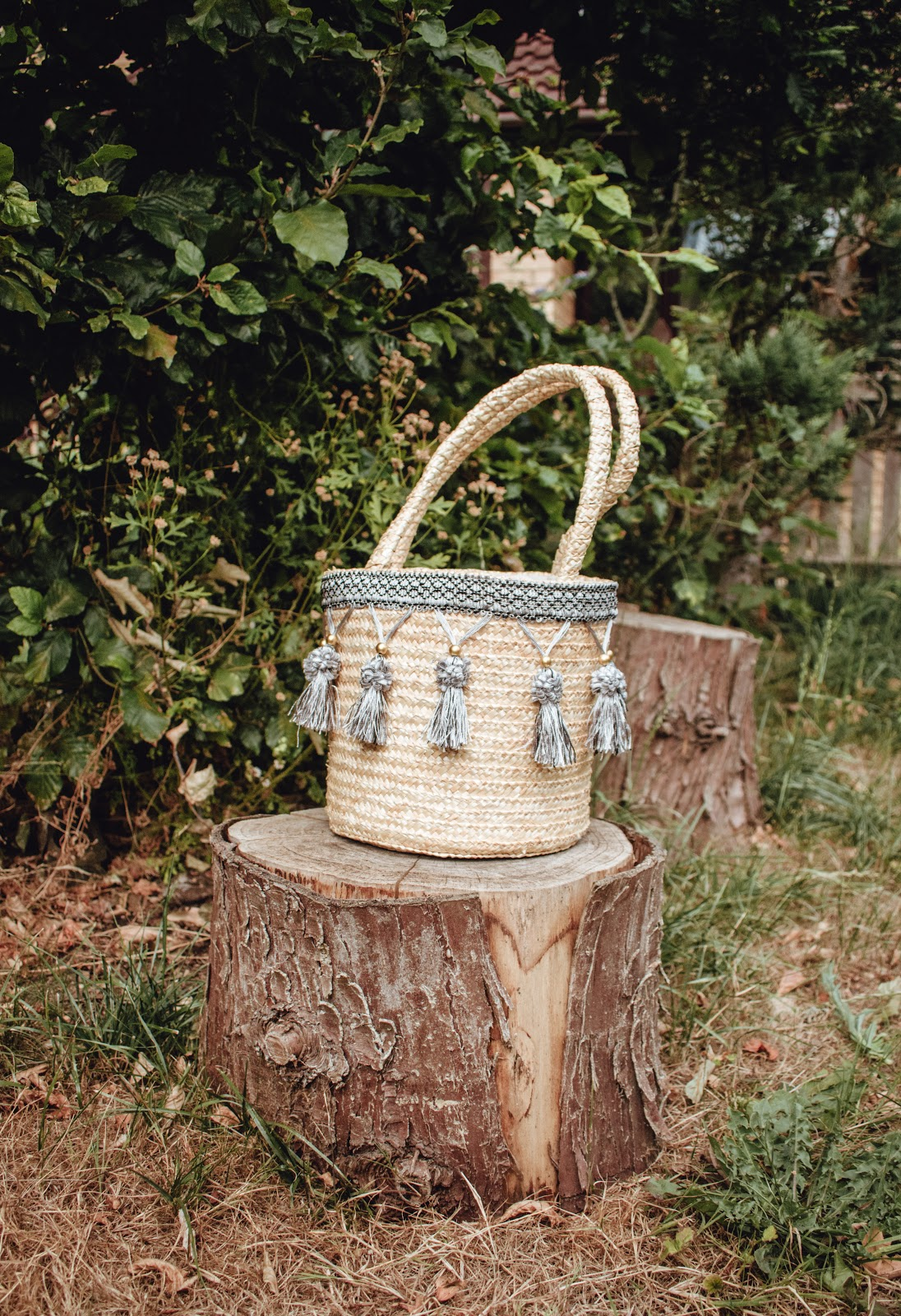 BASKET BAG WITH TASSEL FASHION BLOGGER CAMBRIDGE