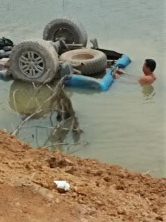Mobnas Fraksi PDIP OKI Nyemplung ke Sungai