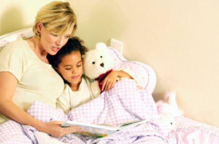 Manfaat Membacakan Anak Dongeng Sebelum Tidur