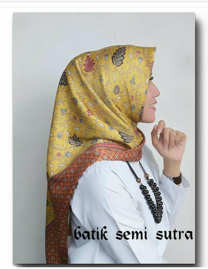 Grosir Jilbab Segi Empat Batik Emas Sutera Halus Murah