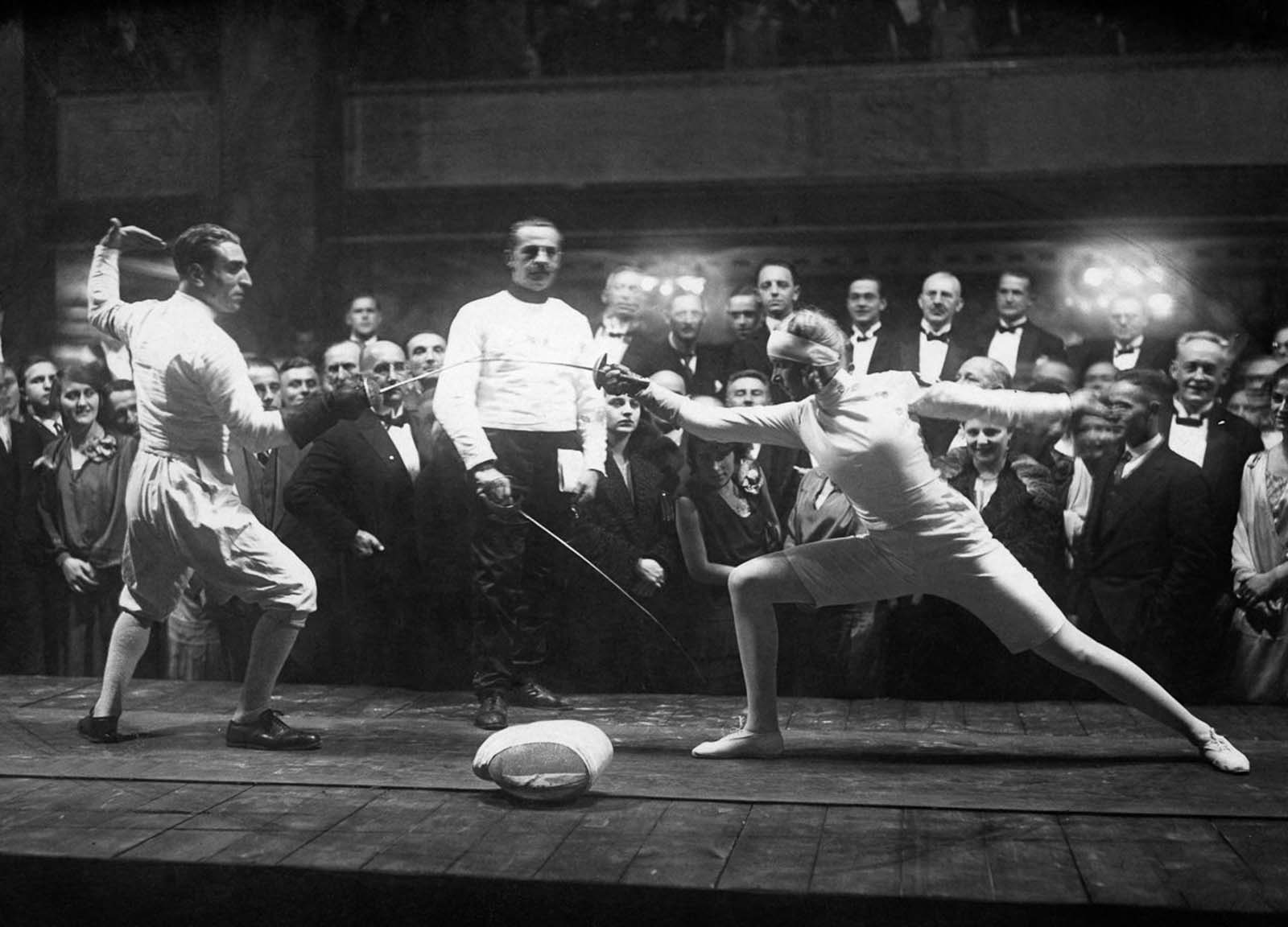 Mayer practices against a male opponent at the 1928 Olympics in Amsterdam.