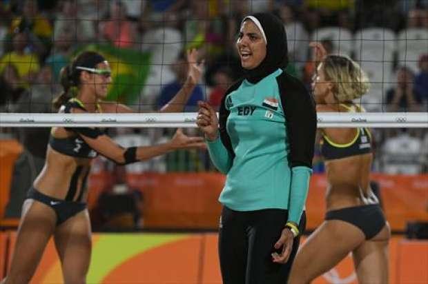 بالصور البيكينى امام الحجاب المصري