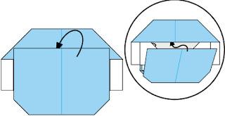 Bước 8: Đưa lớp giấy trên cùng chèn vào trong giữa 2 lớp giấy