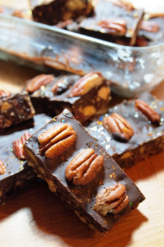 Spiced Apple and Cranberry Chocolate Tiffin