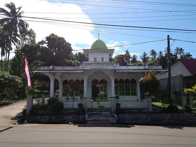 Mesjid Imam Bonjol di Lotta, Pineleng, Minahasa, Sulawesi Utara   | © Jelajahsuwanto