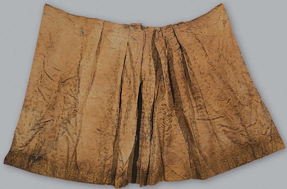 Opulent clothing unearthed in Ming Dynasty tomb