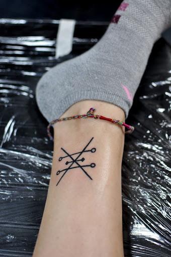 Bonito alquimia símbolos da tatuagem para mulheres