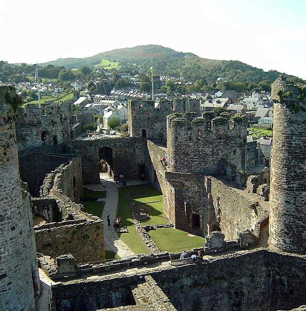 Pátio exterior do castelo Conwy