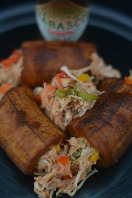 Platano macho relleno con pollo y salsa Tabasco Chipotle 02