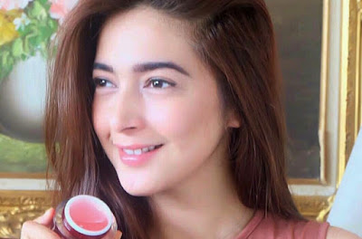 Artis Nabila Syakieb Memakai Jelly Cream Arbutin Pink Untuk Wajah dan Mukanya Agar Berkilau