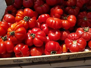 Tomates sur le marché de Ballarò à Palerme