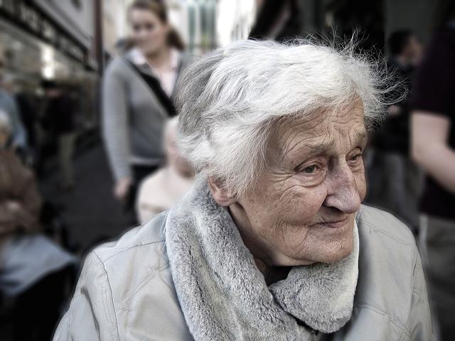 Infantilizar a nuestros mayores