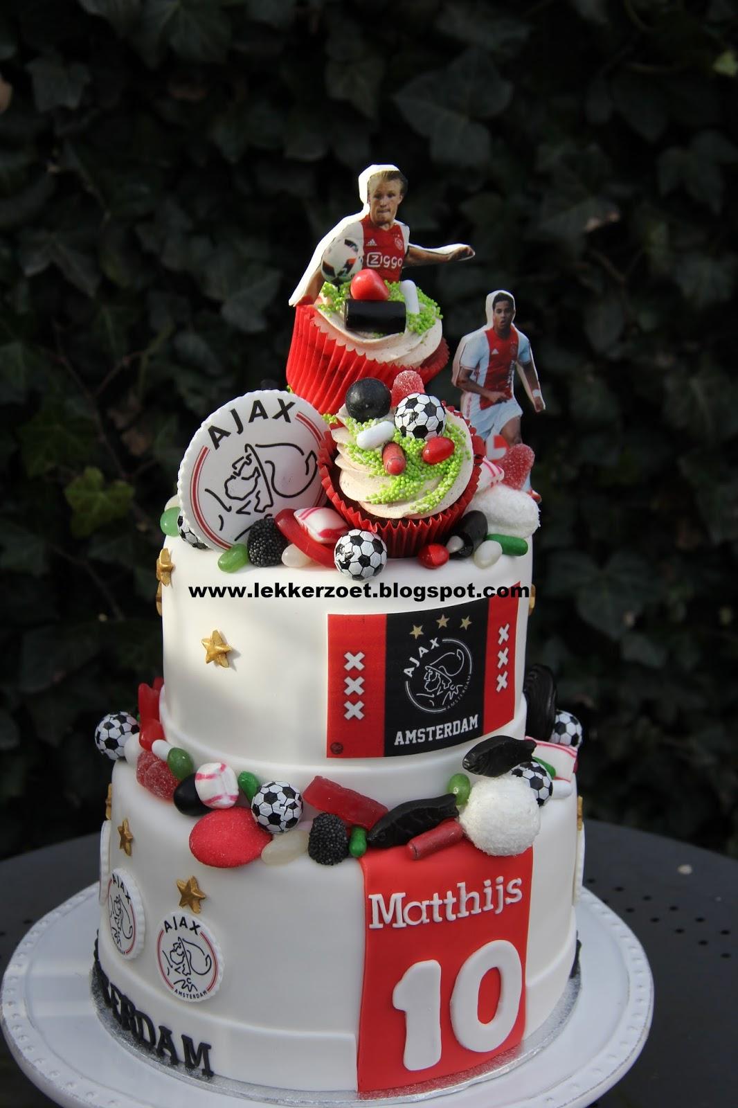 Zeer lekker zoet: cupcakes en taart van Ajax voor Matthijs 10 jaar &LN08