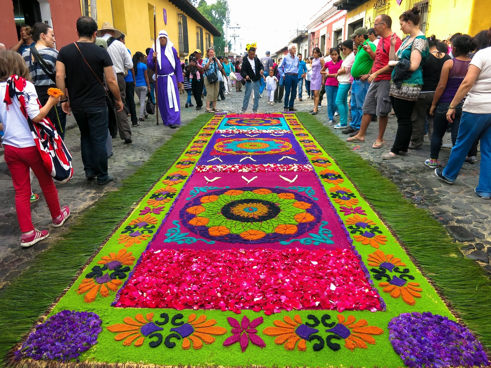 Labor of love alfombras of semana santa in antigua for Antigua alfombras