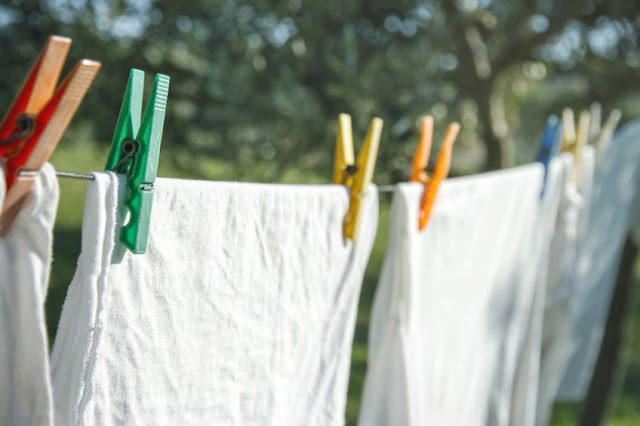 Drying laundry outside - 5 practical eco-friendly laundry tips