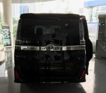 Harga Promo Kredit Toyota Voxy 2017