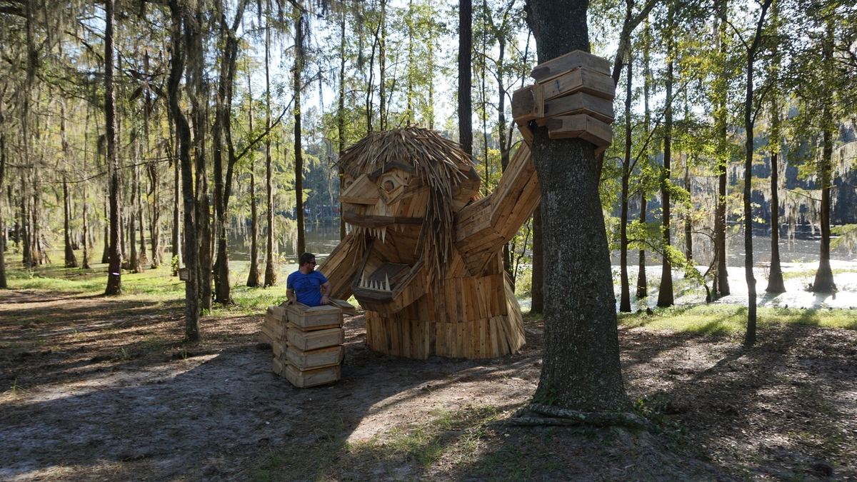 22-Snorra-of-Suwannee-Thomas-Dambo-Large-Interactive-Recycled-Wooden-Sculptures-www-designstack-co