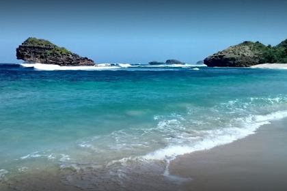Lokasi Rute Pantai Watu Karung Pacitan dan Harga Tiket