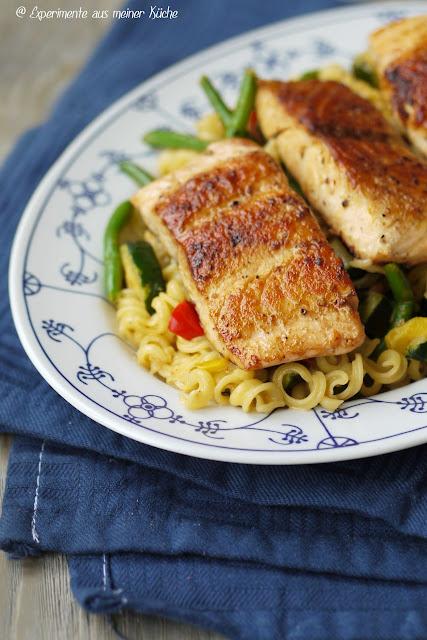 Experimente aus meiner Küche: Italienische Nudelpfanne mit Lachs