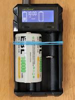 KEYNICE 急速 電池充電器 18650 充電器 単3 単4 ニッケル水素 ニカド電池 リチウム電池対応 LCD付き 2種類電池同時充電可能 USB出力機能付き 日本語取扱説明書付き 出力:1000mA