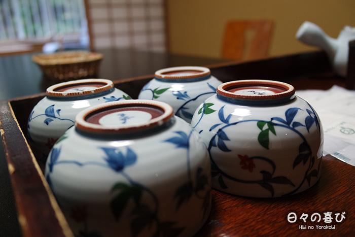 focus motifs végétaux tasse de thé