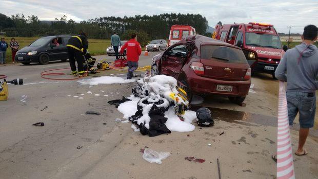 Acidente grave na BR 280 em Guaramirim deixa quatro pessoas feridas