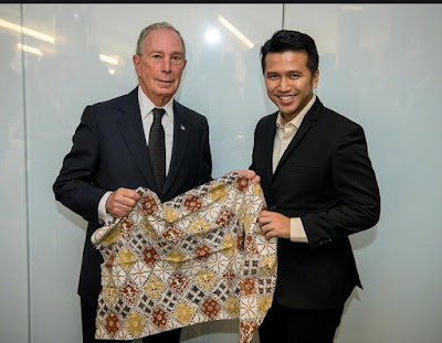 Emil Dardak Kenalkan Batik Trenggalek di Bloomberg Harvard City Leadership Initiative 2018