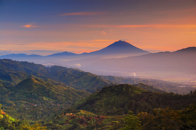 foto sunrise di bukit kayangan kerinci jambi