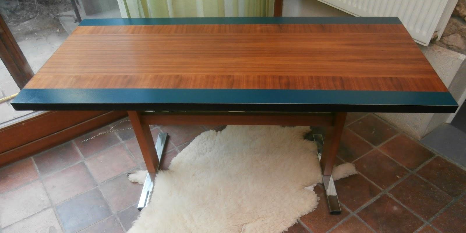 dur e de vie ind termin e table basse rehaussable. Black Bedroom Furniture Sets. Home Design Ideas