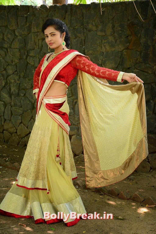 Hashika Dutt Photo Gallery with no Watermarks, Actress Hashika Dutt hot Pics in low waist saree