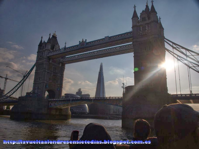 Vista del Tower Bridge, con la Torre Shard al fondo