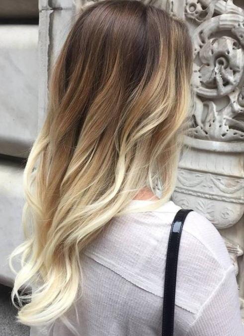 Hay una cierta tendencia a hacer pelo largo natural,mirar algo y expresar más drama a través de un pelo más corto. No es una regla, sólo una solución bien