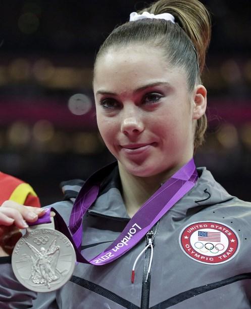 Mckayla Rose Maroney adlaah seorang wanita cantik kelahiran Amerika pada tanggal 9 Desember 1995. Cewek cantik merupakan seorang Atlit Gimnastik Amerika Serikat dan berhasil meraih medali perak pada ajang Olimpiade musim panas tahun 2012. Kecantikannya juga menjadikan masuk dalam daftar atlit cantik dunia yang pernah meraih emas pada tahun 2011 untuk tim Gimnastik Amrika Serikat. pakai baju
