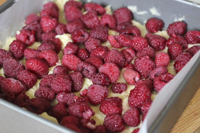 raspberry, almond, coconut, cake, sweet, tea, afternoon, birthday, present, treat, sweet, brownie, slice, bake, jam, crunchy, delicious, tasty, crumble, raspberries