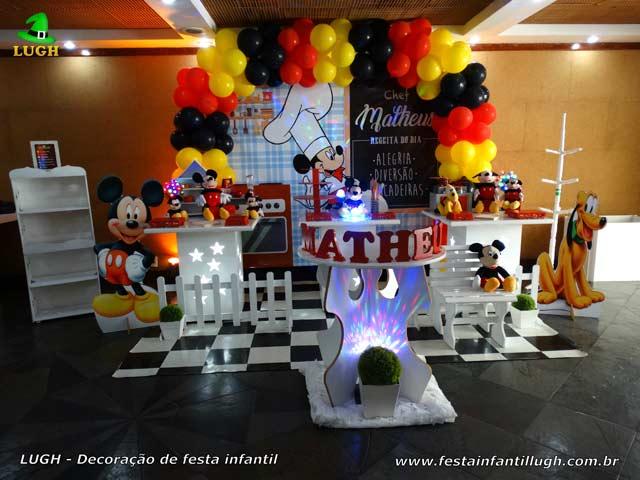 Decoração da mesa do bolo de aniversário tema Mickey Chef de Cozinha para festa infantil - Barra- RJ