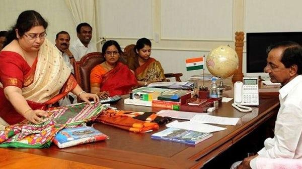 telangana-govt-distribute-free-sarees-to-women
