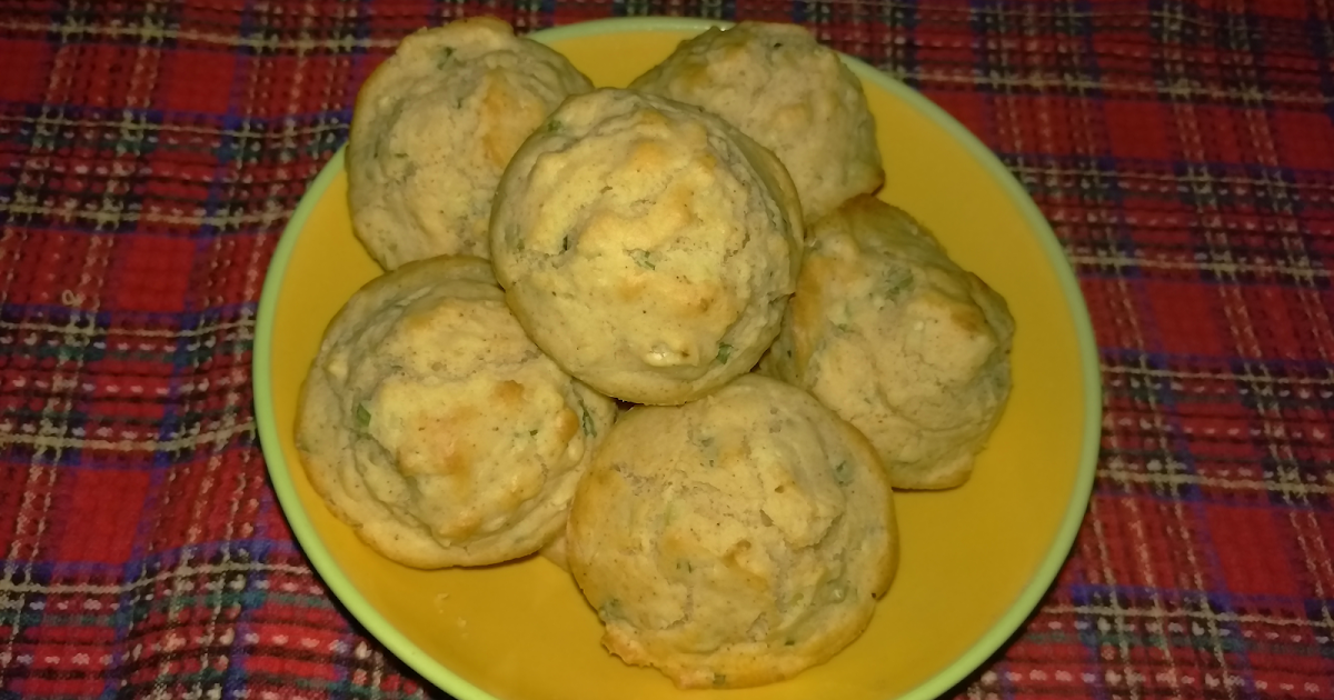 Passion Kneaded: Garlic Onion Muffins - #MuffinMonday