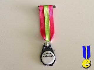 Medalla con personaje de Totoro