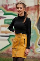 Pulover SunShine negru casual pe gat scurt mulat din material reiat
