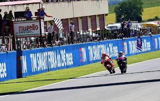 MOTO GP - Lorenzo consigue su 3ª victoria sobre la línea de meta