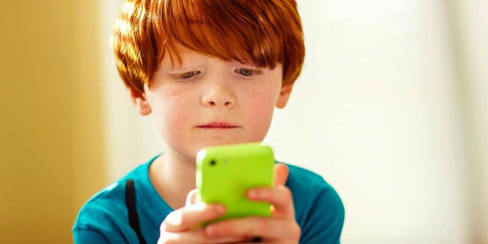 إعطاء هاتف ذكي لطفلك كما لو أنك أعطيته غرام من الكوكايين
